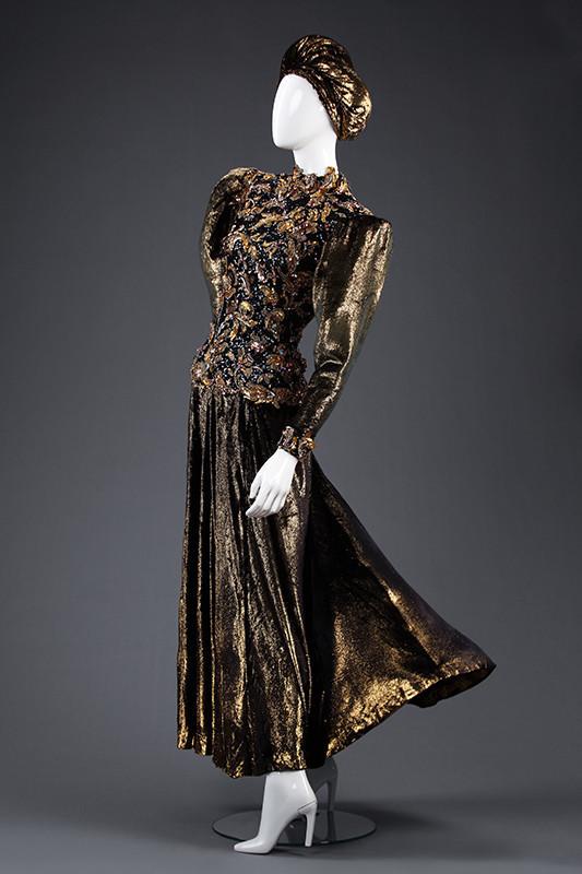 Гламур 80-х: Александр Васильев показал платье стоимостью квартиры в Париже