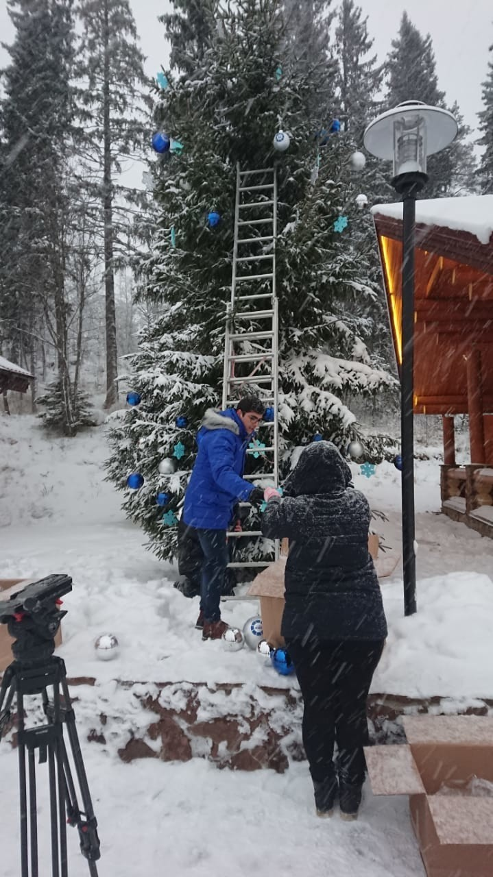 Новый год по-карельски: «Мир» нарядил елку в парке «Рускеала»