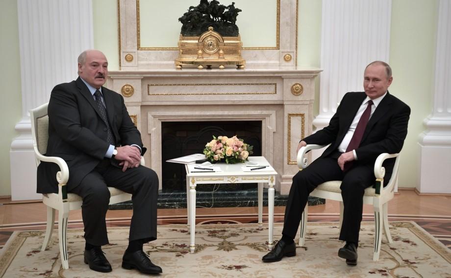 Путин и Лукашенко поздравили друг друга с Новым годом на встрече в Кремле