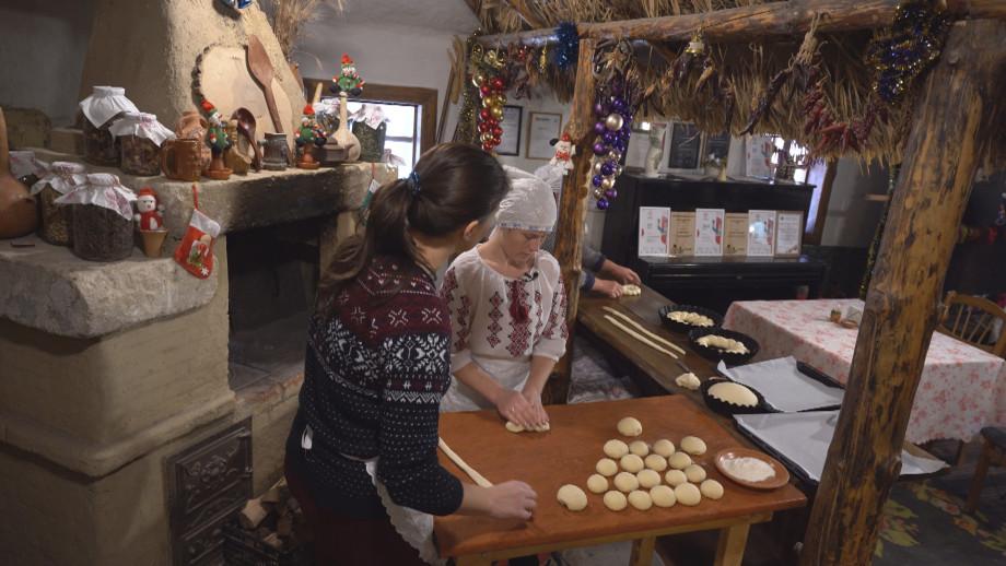 Волшебство в рождество: дрожжевые голуби и плетенки для бычьих рожек