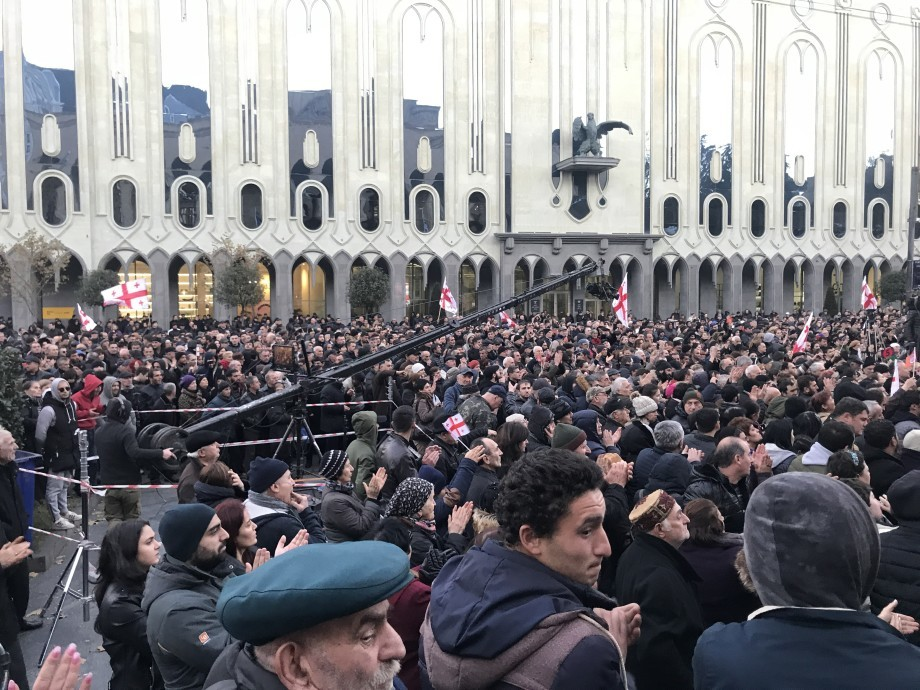 Тысячи сторонников Вашадзе устроили в Тбилиси акцию протеста