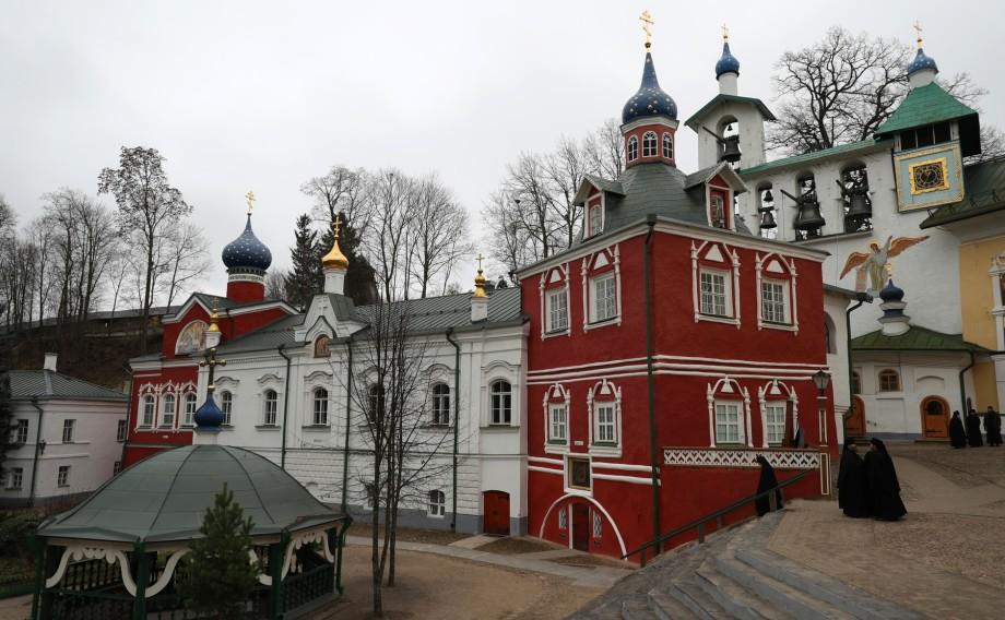 Древняя обитель: Путин спустя 18 лет вновь посетил Псково-Печерский монастырь