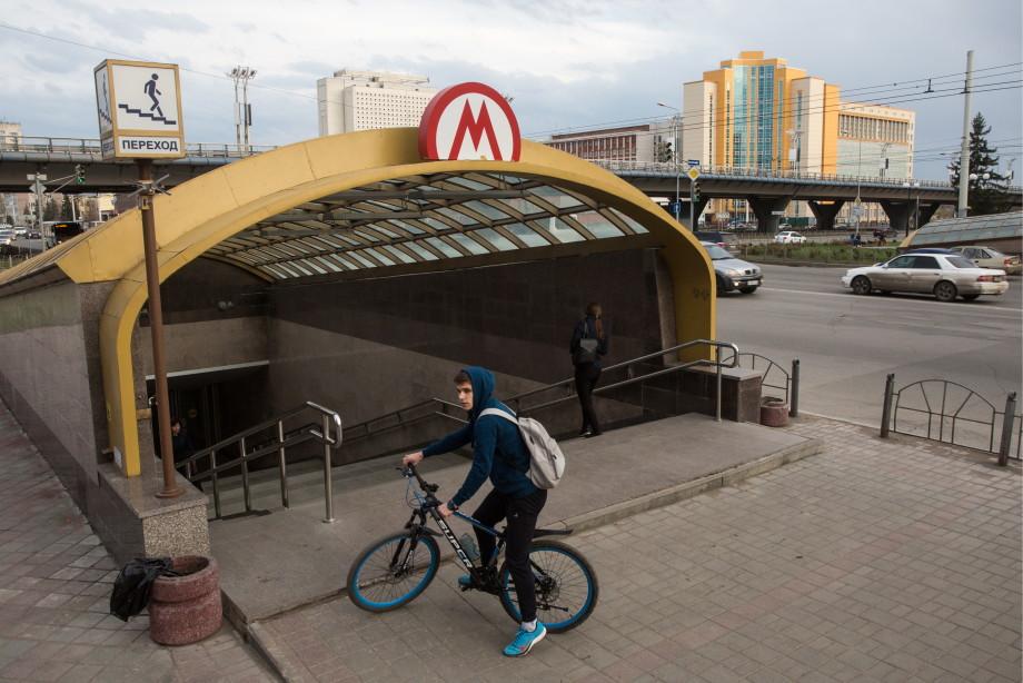 Человек и аэропорт: как Летов попал в «великие имена России»