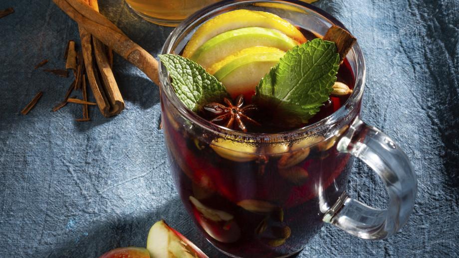Согрейся со вкусом: грушевый грог, кофе с перцем и вишневый глинтвейн