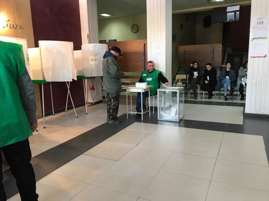 В Грузии стартовал второй тур выборов президента