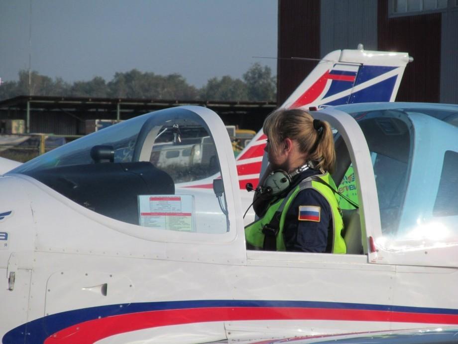 Бритые мокрые пилотам онлайн женские, с ног до головы в конце