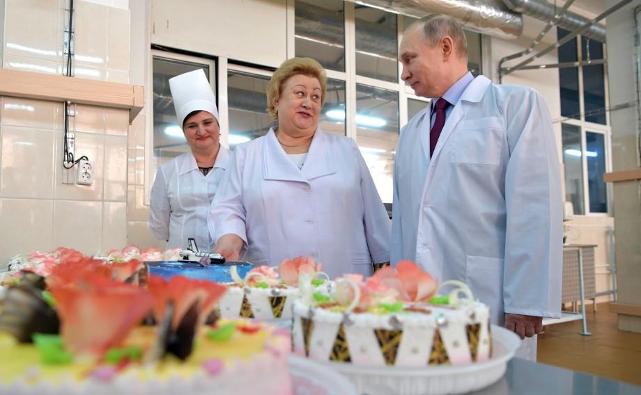 Удивить президента: самые оригинальные подарки Путину со всего мира