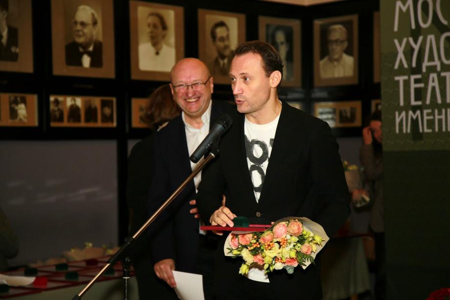 Он только на минутку вышел: звезды МХТ с улыбкой вспомнили Олега Табакова