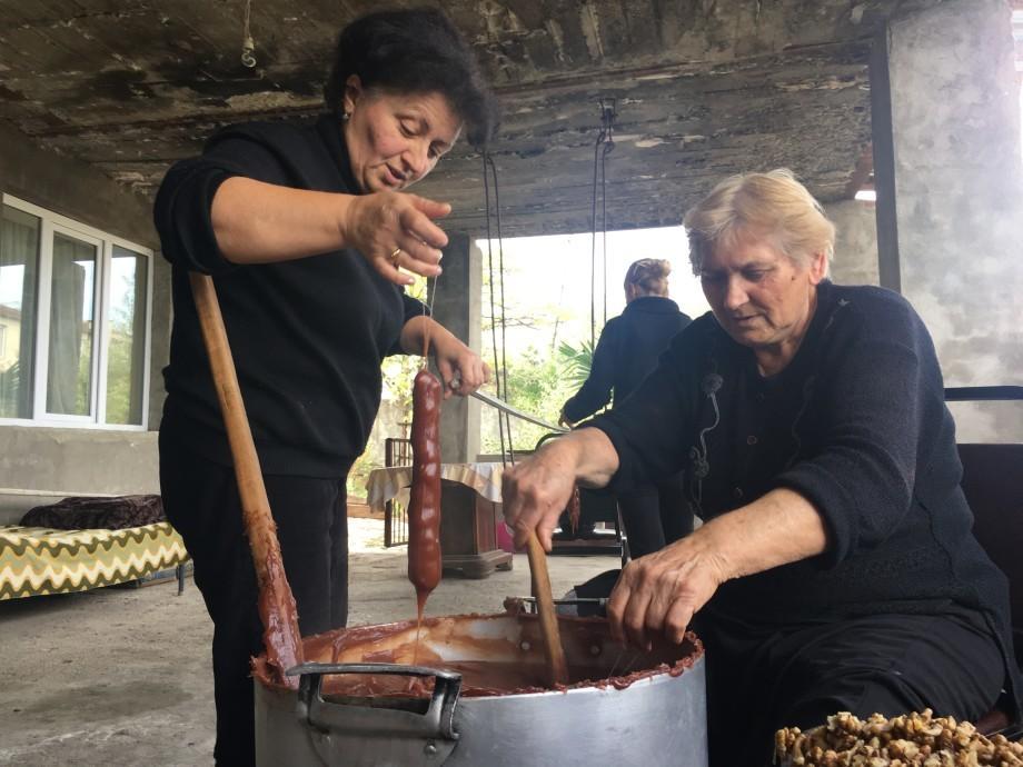 Двадцать восемь сантиметров удовольствия: как в Грузии делают чурчхелу