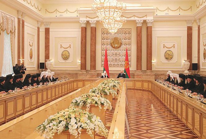 Лукашенко: В Беларуси сделают все, чтобы сохранить единство внутри народа и церкви