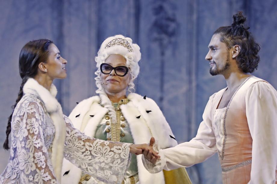 итальянская актриса Орнелла Мути в роли российской императрицы Анны Иоанновны