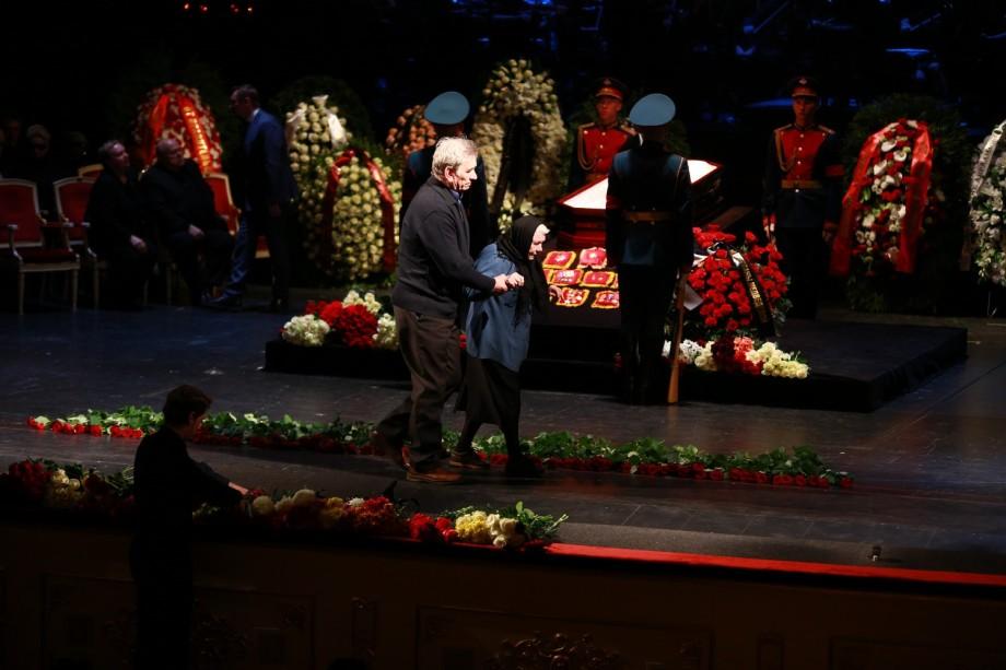 Аксинья всех времен: для Быстрицкой прозвучали последние аплодисменты