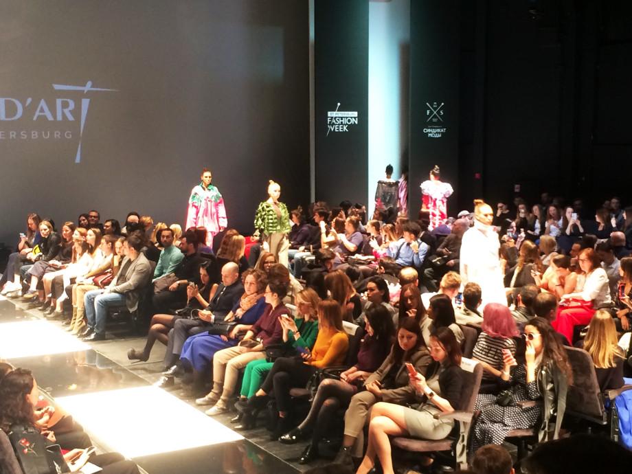 Весенние показы Fashion Week удивили модников Петербурга
