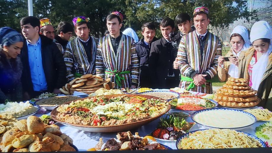 Как отмечают Навруз в Таджикистане