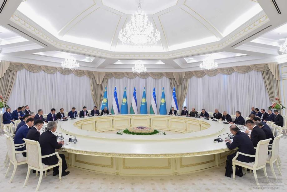 Токаев и Мирзиеев подтвердили курс на укрепление сотрудничества