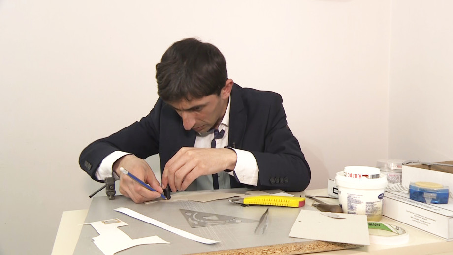Бумажных дел мастер: житель Армении создает уникальные инструменты