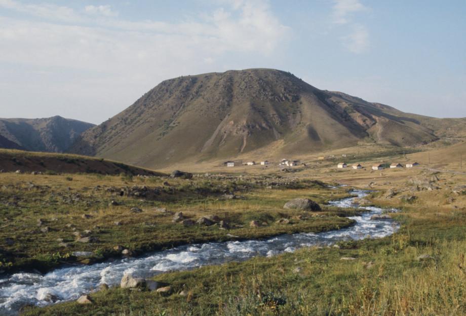 Туристический Бишкек: Ущелье Чункурчак, озеро Иссык-Куль