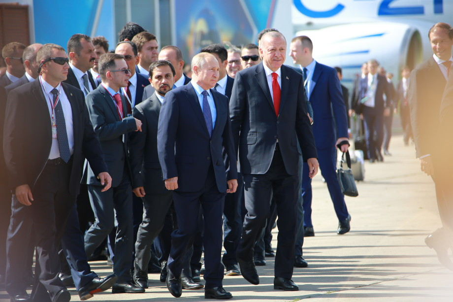 МАКС-2019: Путин и Эрдоган вышли на связь с роботом Федором