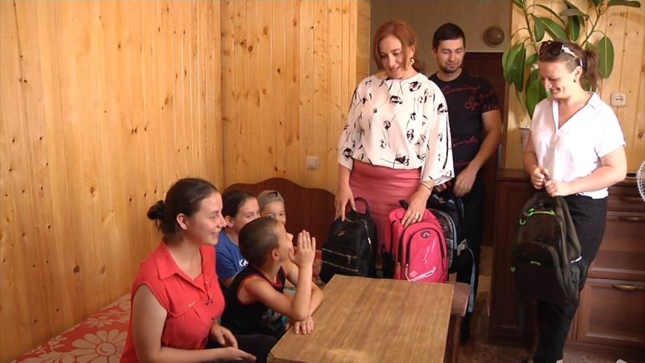В Кабардино-Балкарии собрать детей из малоимущих семей в школу помогают волонтеры