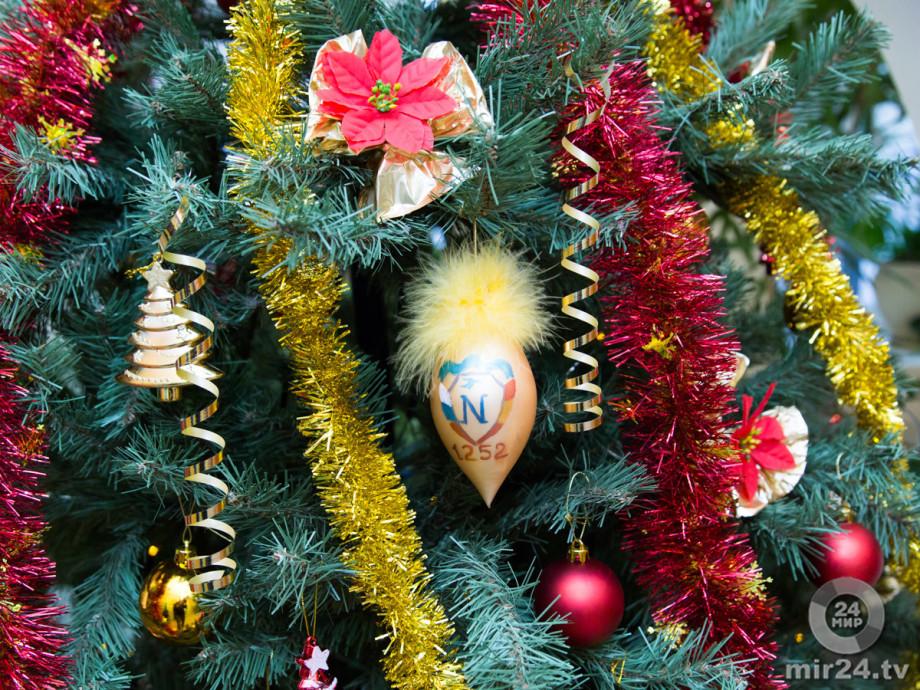 С кабака на бал: откуда появилась традиция наряжать елку?