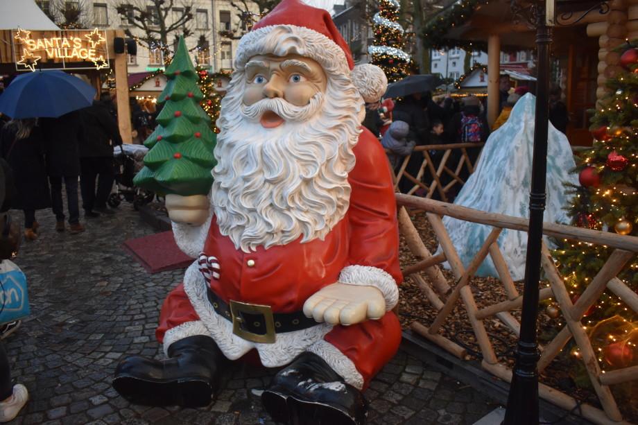 Ярмарки, запеченный гусь и устрицы: как католики по всему миру празднуют Рождество?