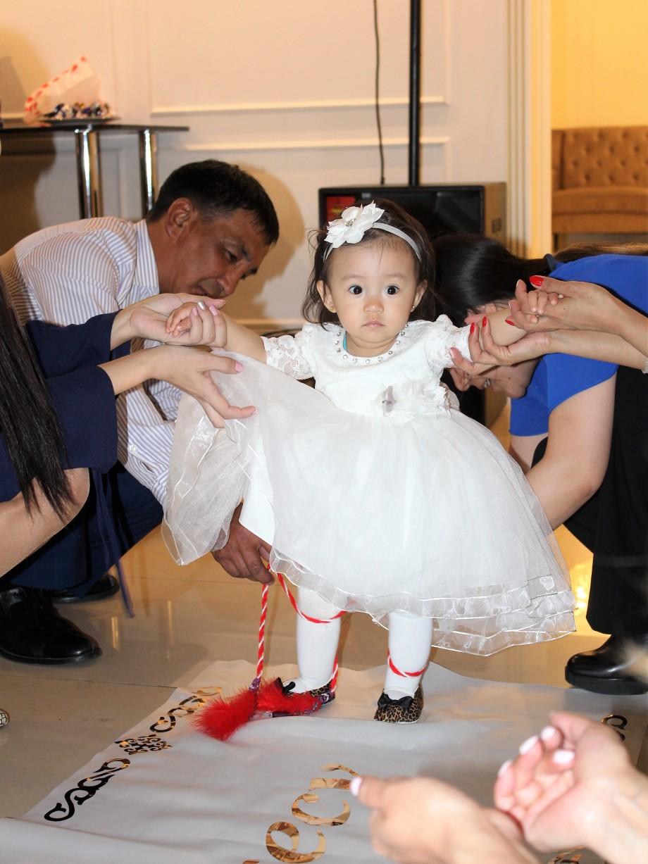 Казахское разрезание пут: какой обряд помогает ребенку быть счастливым?