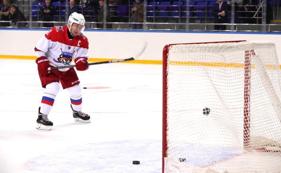 Путин и Лукашенко сыграли в хоккей в Сочи за команду «Тигров»