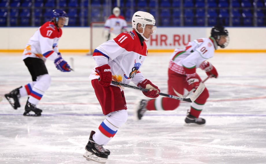 Путин и Лукашенко сыграли в хоккей в Сочи за команду Тигров