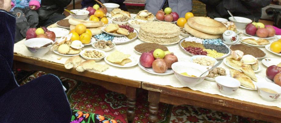 Тасиб, дастархан и песни за столом: традиции гостеприимства народов СНГ