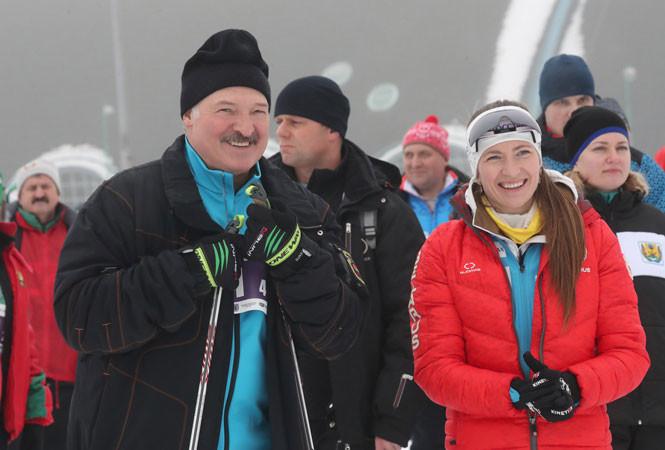 Лукашенко прокатился на лыжах и призвал всех последовать его примеру