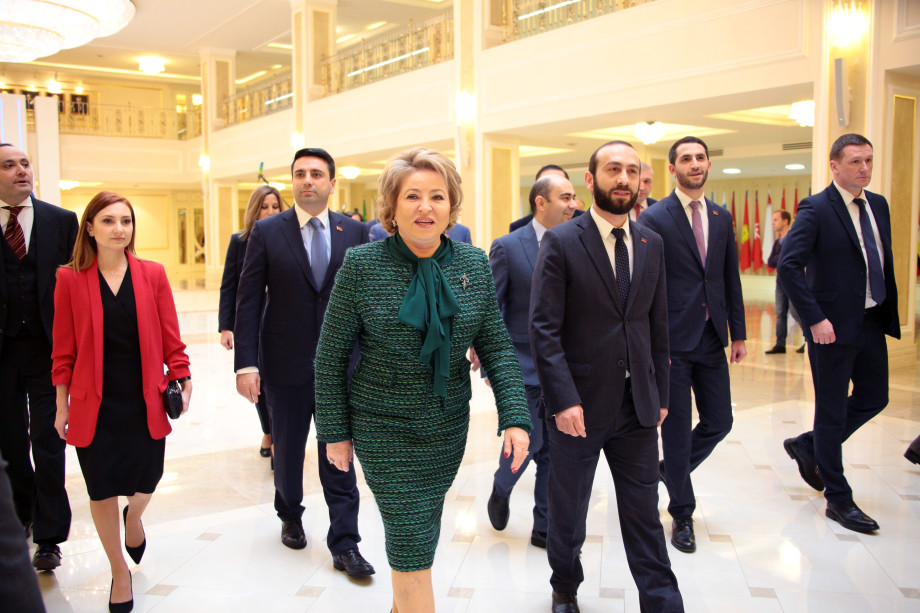 Спикер Нацсобрания Армении пригласил Валентину Матвиенко в Ереван
