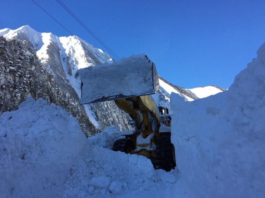 Из пушки – по снежным шапкам гор: на Транскаме обстреливают лавинные очаги