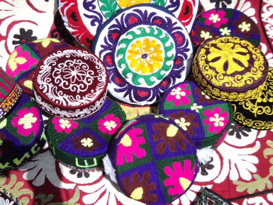 Как таджикская вышивка чакан покорила мир современной моды