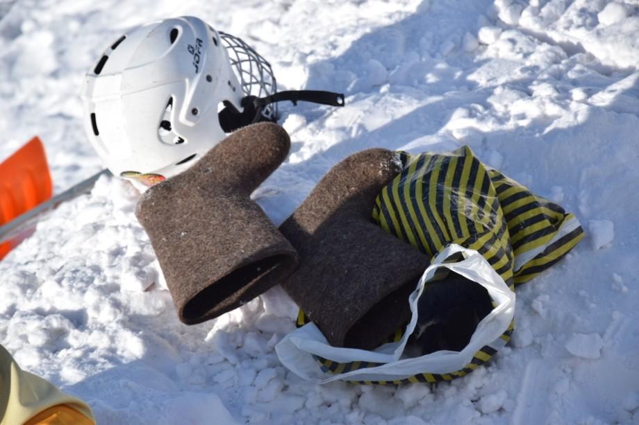 Хоккей по-нарынски: под открытым небом и при двадцатиградусном морозе