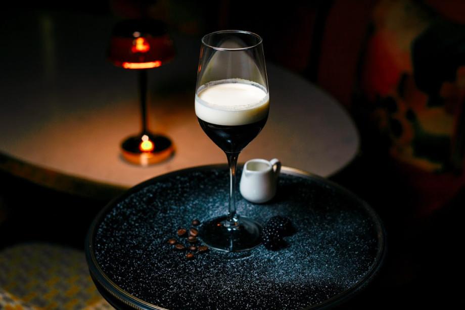 Семь лучших согревающих коктейлей для уютного зимнего вечера
