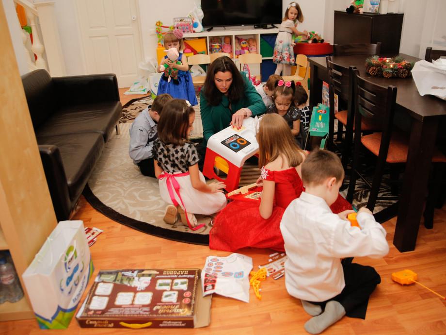 «МИР» дарит добро»: журналисты привезли подарки для детского приюта
