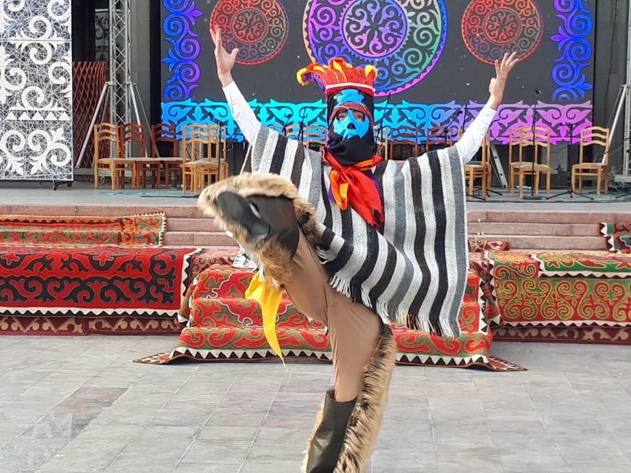 Разнообразие культур: в Бишкеке стартовал международный фестиваль эпосов