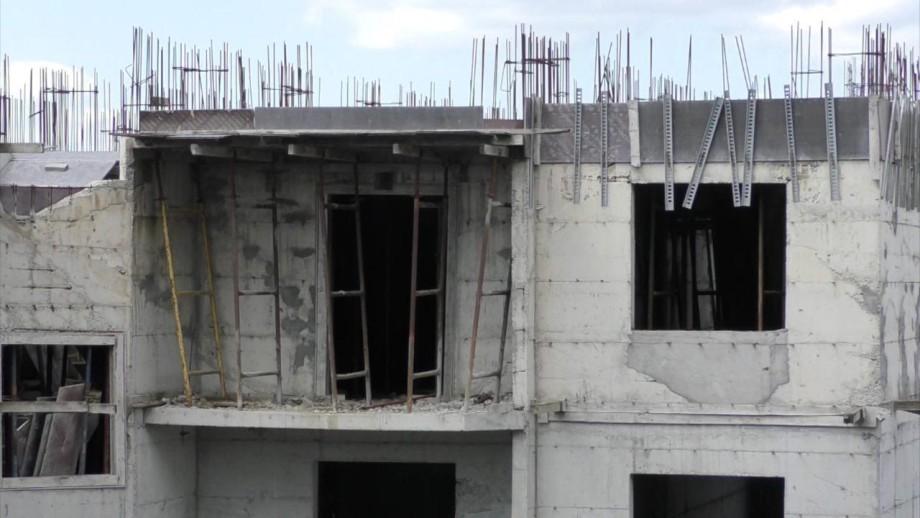 В Ессентуках недостроенный дом готовят к сносу: 100 семей в отчаянии