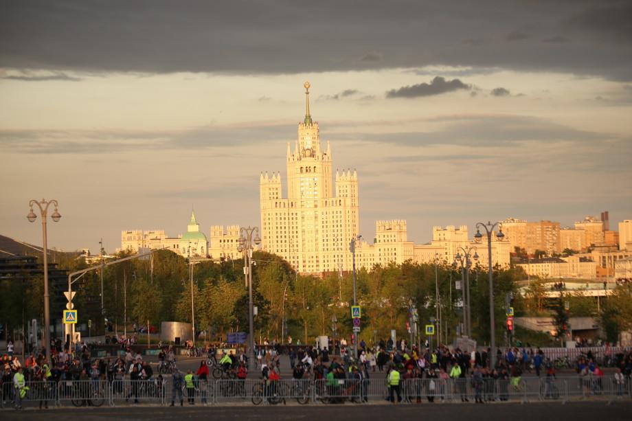 В Москве стартовал ночной велофестиваль
