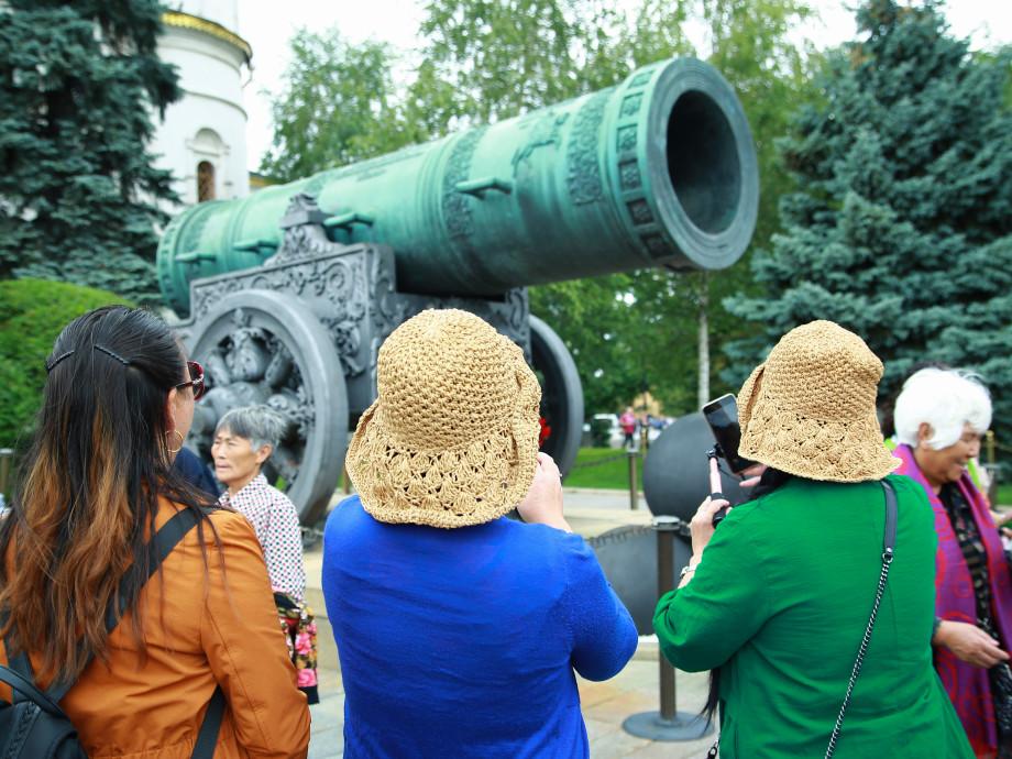 Хранители времени: в Московском Кремле покажут царские регалии
