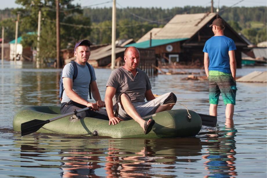 В городе Тулун образовался затор из снесенных рекой домов