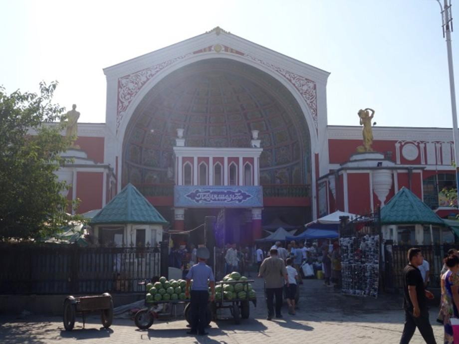 Базар «Панчшанбе»: восточный колорит в центре Худжанда