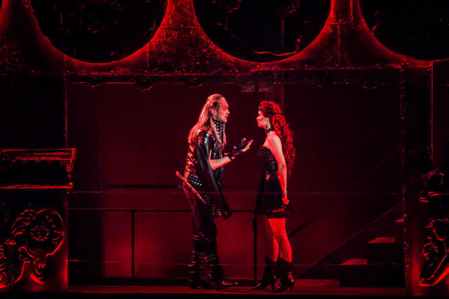 «Утром в газете, вечером в куплете»: артист оперетты – о новых спектаклях, Ромео-Ведьмаке и Оффенбахе