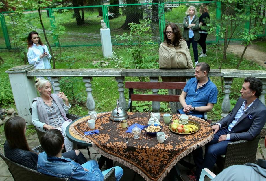 «Фазенда Лайф» на телеканале «МИР»: команда опытных дизайнеров, декораторов и строителей преображает загородные дома и участки