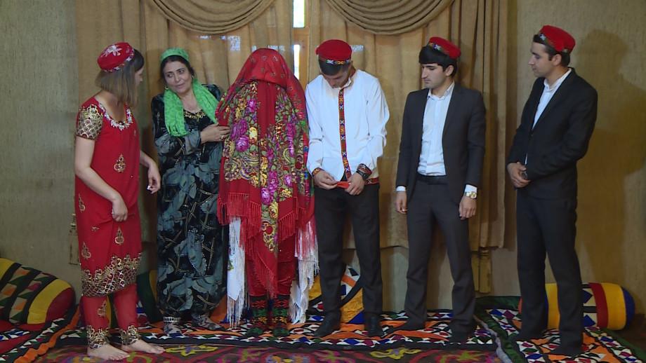 Памирская свадьба: восемь платков для невесты и поклонение очагу