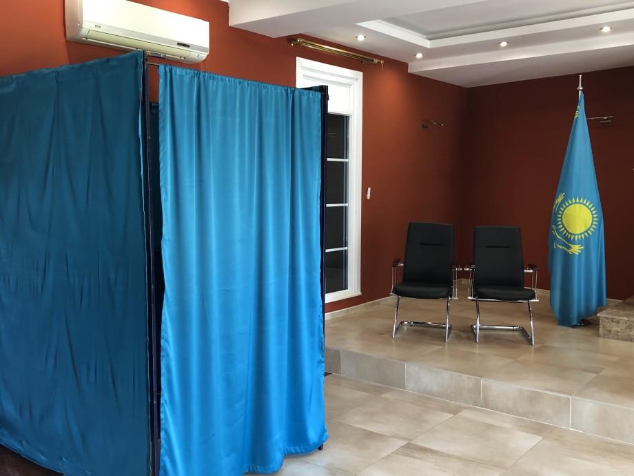 Турпоездка на выборы: казахстанцы голосуют в Тбилиси