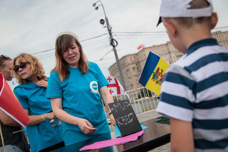 Квесты, угощения и мастер-классы: телекомпания «МИР» отметила с москвичами День России