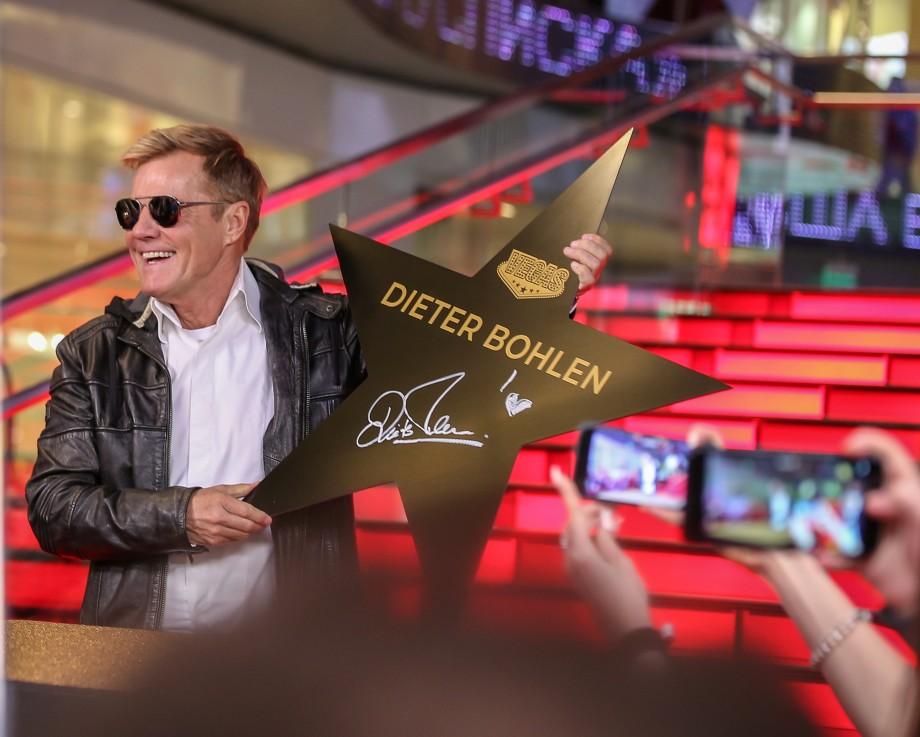 «У меня нет райдеров!»: Дитер Болен подписал именную звезду в Москве и пообщался с фанатами