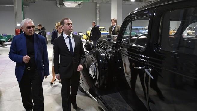 Медведев осмотрел новый комплекс и павильон «Мосфильма»