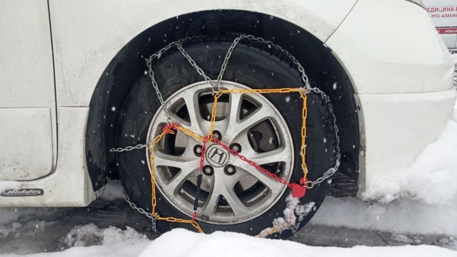 Автосообщение между Россией и Грузией прервал обильный снегопад (ФОТО)